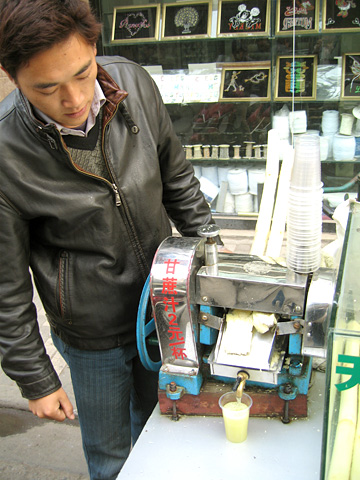Cane sugar juice in Shanghai